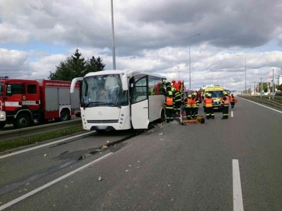 Autobus vezl 23 cestující Foto: HZS JMK