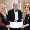 Primátorka Vaňková předává cenu Foto: MMB