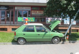 Autem řidička nabourala do sloupu Foto: PČR JMK