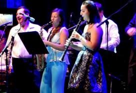 Studentka Bohunka (uprostřed) na koncertě Foto: Společně k úsměvu